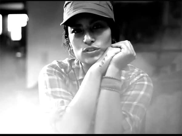 Ana-TijouxSacar-La-Voz