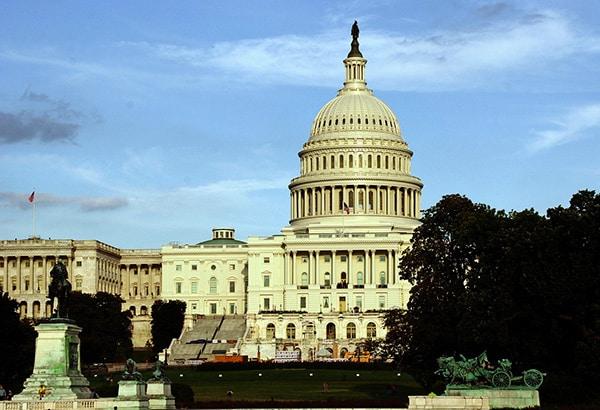 'Obamacare' estallará, asegura Trump tras revés en Congreso