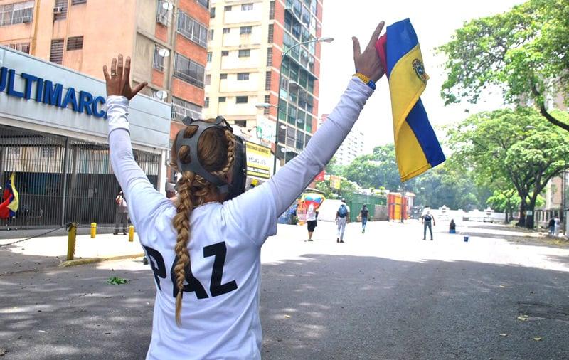 Guardia venezolana dispersa a manifestantes con gases lacrimógenos