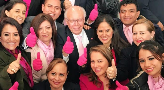 Guantes Rosas ISSSTE