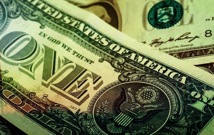 dólar alcanza los 20 pesos