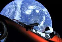 Elon Musk logra enviar el primer auto al espacio