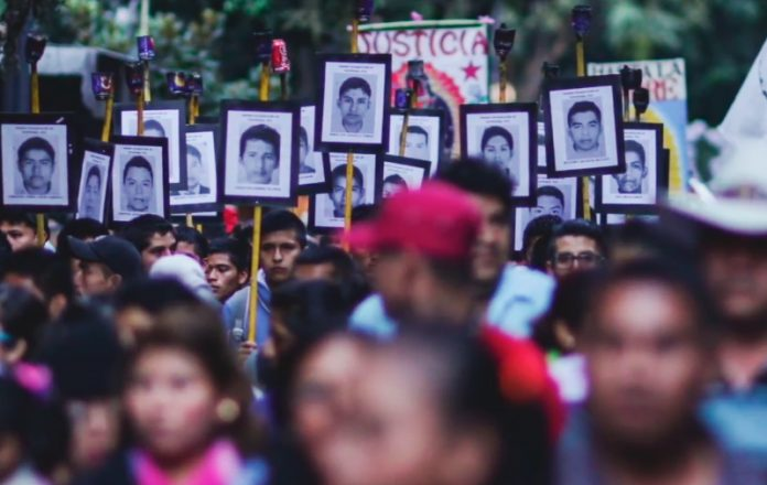 Produce Del Toro documental sobre Ayotzinapa