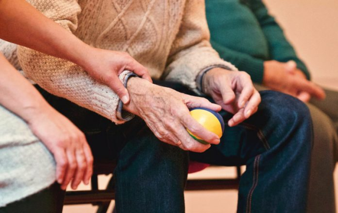 Enfermedades crónicas degenerativas, la causa de muerte en adultos mayores