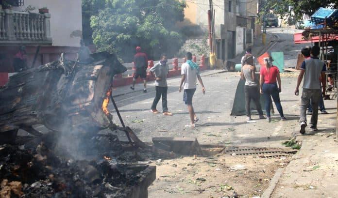 militares atacan a gobierno de Venezuela