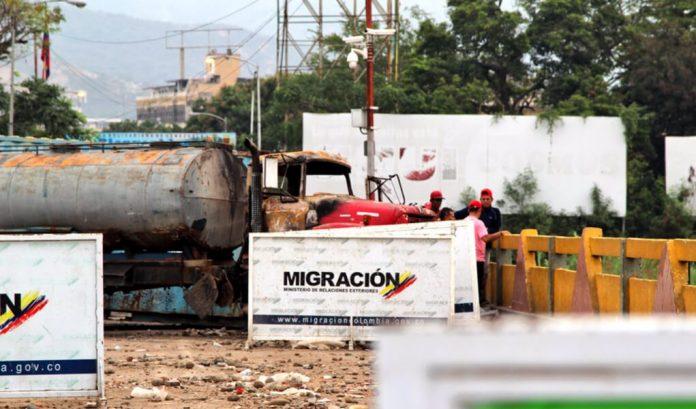 Colombia cierra pasos fronterizos con Venezuela