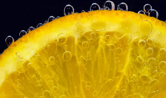 Utilizan cáscara de naranja para limpiar aguas contaminadas con cromo